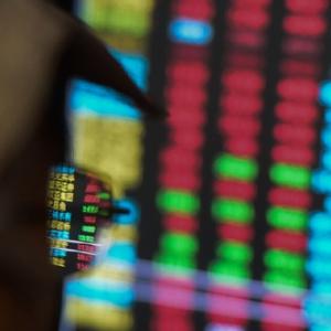 沪深两市超500只个股跌停 创业板跌幅超5%