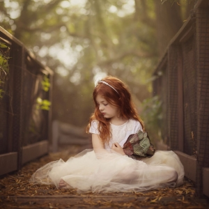 金黄色秋日光晕下的甜蜜宝贝 精致的儿童肖像-华夏文化艺术网