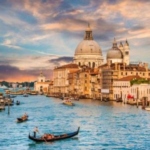五一假期景区人满为患 水城威尼斯试行限流措施